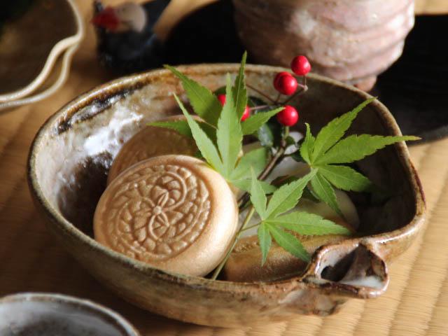 萩焼木灰釉片口中鉢