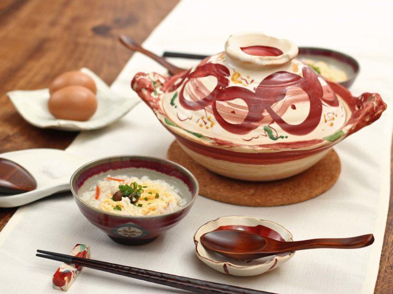 赤絵丸紋土鍋と一緒に