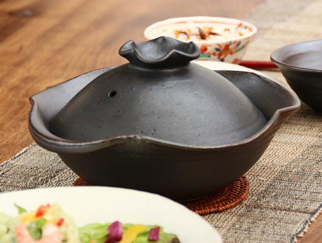 黒釉花の一人用土鍋